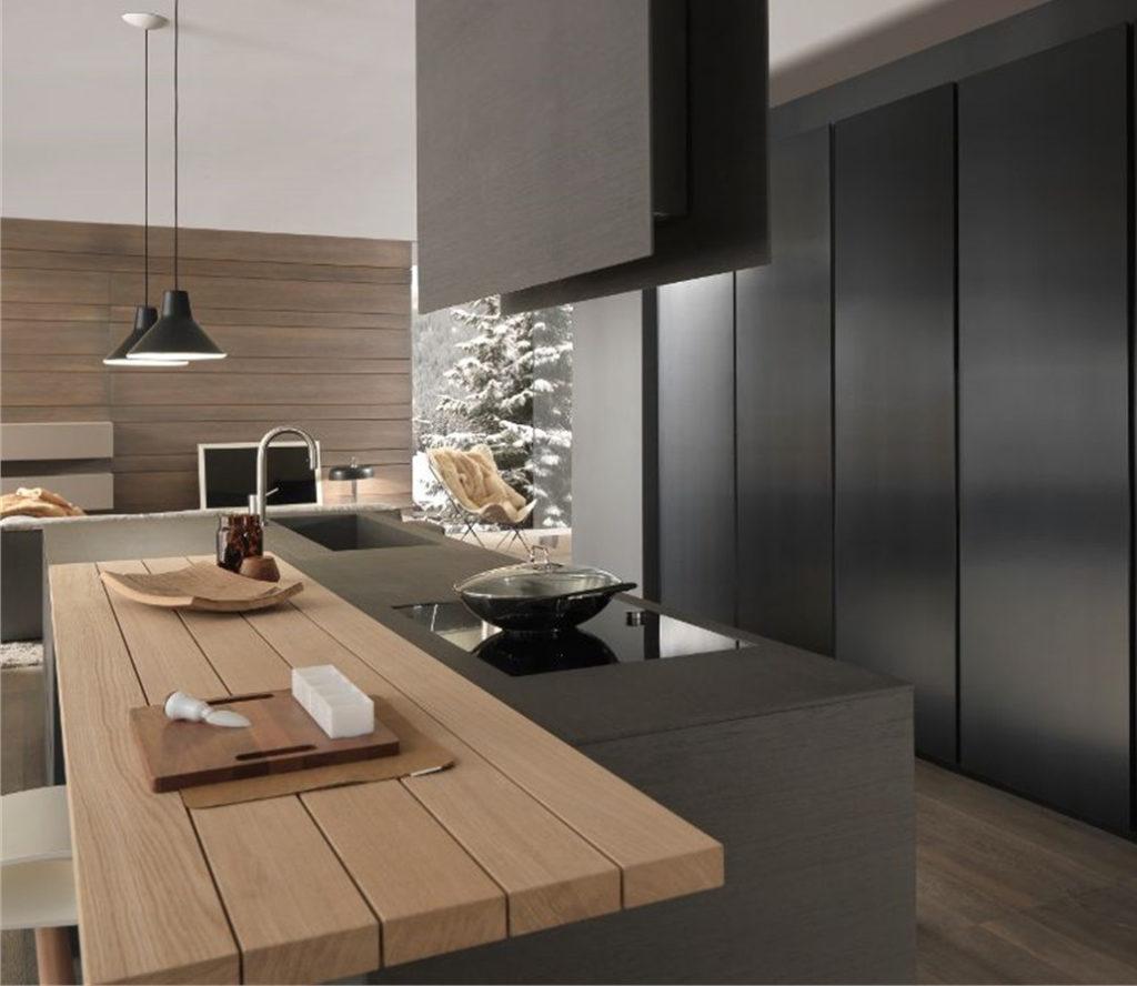 Salone del Mobile 2015, cucina moderna con top in legno.