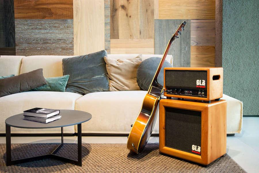 L'utilizzo di legno massello e il design curato, rendono i prodotti GLB perfetti anche complemento d'arredo di una zona living classica o moderna.