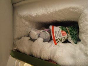 Rimuovere la brina dal freezer può aiutarvi a ridurre il consumo energetico fino al 25%